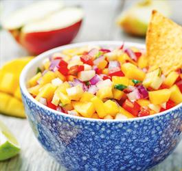 Recept van Rineke Dijkinga: Fleurige mango avocado salsa